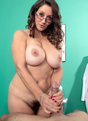 Mature female doctor Persia Monir fixes her patients ailing cock