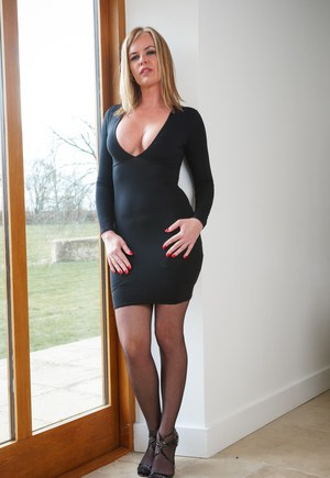 Stockings clad Summer Rose on her knees in high heels getting a mouthful