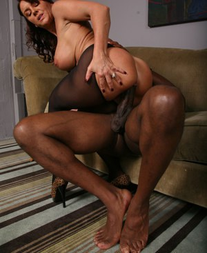 Brunette chick Janet Mason goes pussy to mouth with a huge black dick