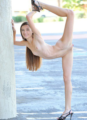 Skinny flexible teen stretches legs for hot naked upskirt outdoors