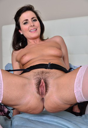 British stay at home mom shows off her hairy cooter while hubby is at work