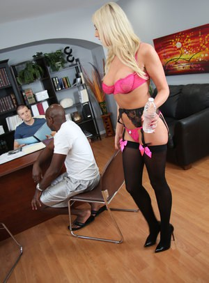 Blonde bombshell Lexi Lowe bangs a BBC in front of her cuckold