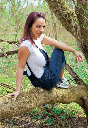 Stunning redhead babe Nikki removes her tight shirt in the woods