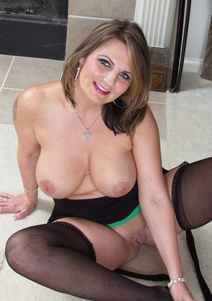 Fat old mature Cherrie Dixon shows her bald pussy and large nipples