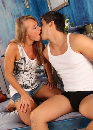 College girl and her boyfriend cant resist the urge to fuck each other