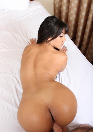 Latina beauty Rose Monroe offers her nice ass and bald twat to a long dick