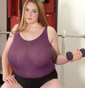 Overweight mom Alice Webb whips out her massive tights while working out