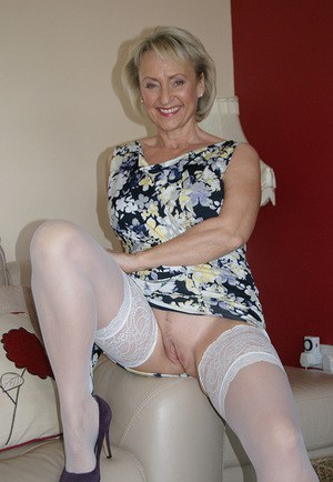 Mature wife Michelles Nylons in stockings baring huge tits & toying with dildo
