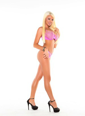 Blonde bombshell Summer Brielle shows her great legs in bra and panty combo
