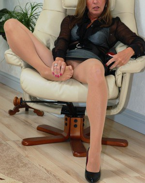 Hot secretary Satin Jayde wears crotchless pantyhose so she can play at work
