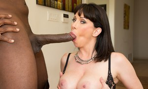 Mature MILF Rayveness offers spread pussy for hardcore interracial fucking