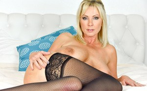 Stunning blonde mature spreading sexy ass wide & showing asshole inside out