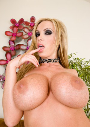 Busty catwoman in sexy black boots Nikki Benz takes on a huge shaft