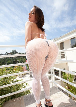 Pornstar Jada Stevens slides her hose over her ass before fucking a BBC