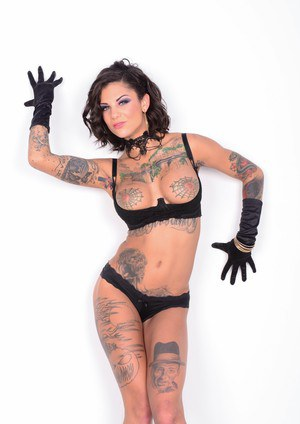 Erotic tattooed Bonnie Rotten flaunting her impeccable body in skimpy lingerie
