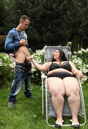 Super sized BBW Jitka sits on a Peeping Toms face in the garden