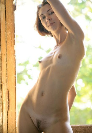 Sweet brunette Oda knows how to pose naked in front of the camera