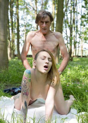 Tattooed teen ad her old daddy fuck on blanket in the woods