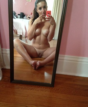 Solo girl Ariana Cruz takes nude selfies in a full-length mirror