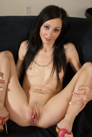 Dark haired amateur pleasing her pink pussy with a Magic Wand sex toy