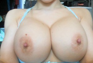 Attractive amateur babe Katie Banks enjoys playing with her big tits and pussy