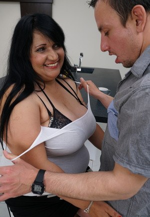 Obese brunette woman seduces a man over a cup of coffee and conversation