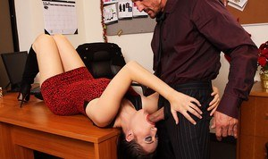 A man tries to negotiate a hostage situation by playing nice with his captor