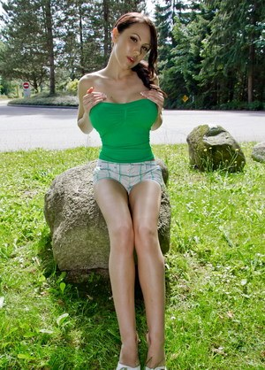Amateur female Katie Banks shows off her nice melons and bare ass at the park
