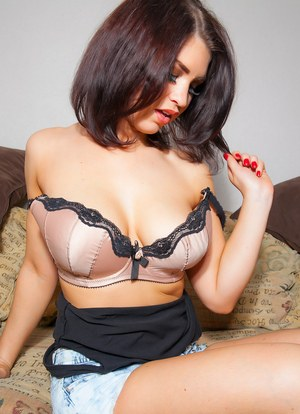 Sultry amateur model Katie L removes her shirt and bares her perfect tits
