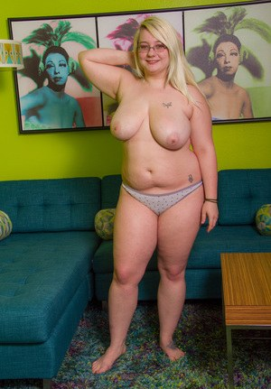 Blonde fatty Crystal Lewis makes her nude modeling debut wearing glasses
