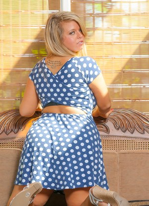 Smiley blonde Jessie R lets her big tits loose from her confining tight dress