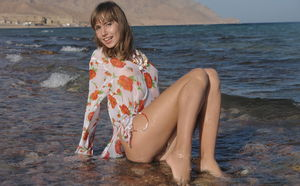 Beautiful skinny chick Alizeya A shows closeup wet pussy in the ocean