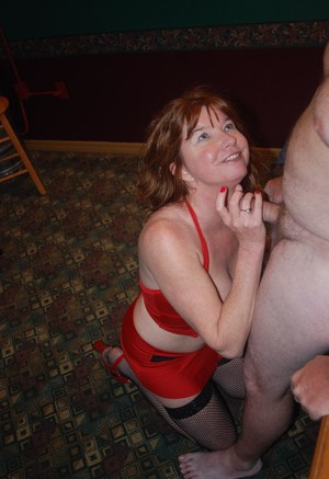 Middle-aged amateur Dee Delmar give and receives oral sex
