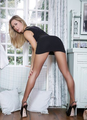 Leggy blonde beauty Sam Tye removes her dress and pantyhose