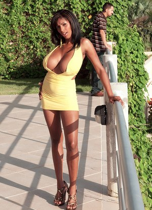 Leggy MILF Chica captures a mans attention with her hooters