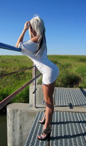 Blonde bombshell Monroe Lee in tight skirt baring her massive juggs outdoors