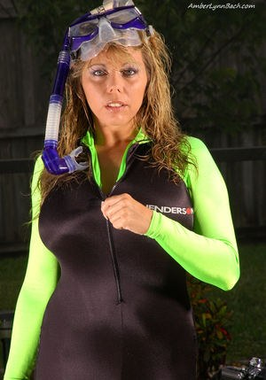 Busty MILF scuba diver Amber Lynn Bach sheds her suit by the pool to rub clit