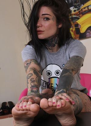 Tattooed cutie Refen takes her shoes off to wiggle her sexy feet at the camera