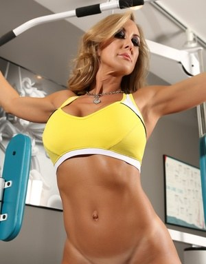 Fit and firm Brandi Love removes her top to exercise topless at the gym