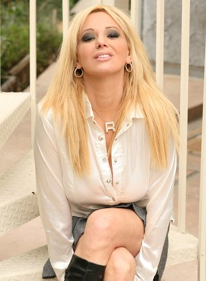 Sultry MILF Rachel Aziani bares her wondrous melons and hot ass outside