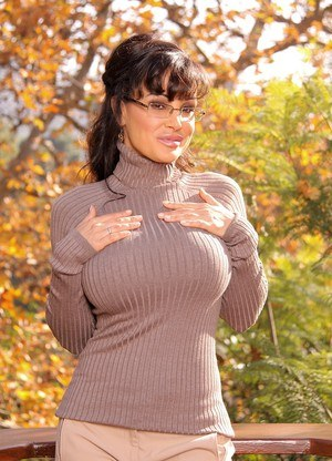 Mature brunette in glasses Lisa Ann reveals round tits & nice ass outdoors