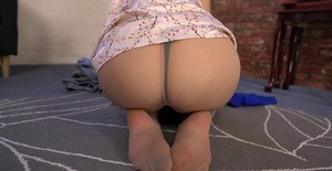 British solo model shows off her pantyhose adorned ass and twat