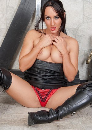 Solo model Chloe Lovette pulls down her panties to masturbate in leather boots