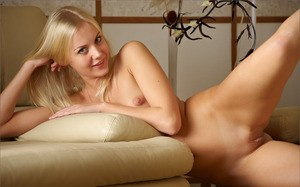 Blue eyed blonde babe shows her tiny tits and bald pussy naked in bare feet