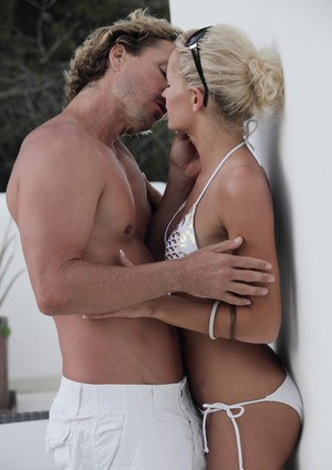 Hot blonde Sunshine makes out in bikini and sunglasses before fucking