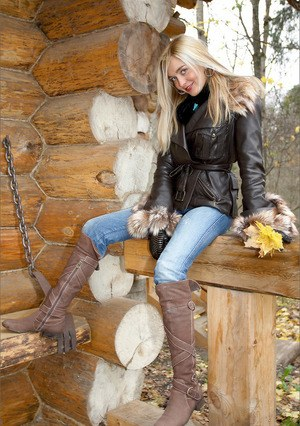Super hot blonde in tight jeans strips outside the cabin to pose nude in boots