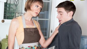 Mature housewife Jamie Foster spanks the young neighbor for kitchen twat lick