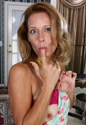 Mature housewife Jade Allan plays with her snatch on kitchen counter