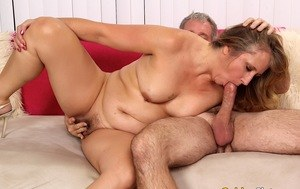 Dirty amateur woman enjoys doggystyle & missionary fuck with an older man