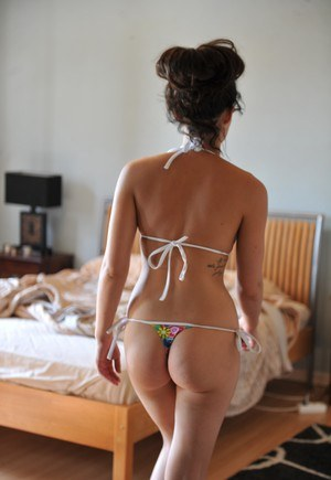 Glamour model Kayleigh removes her string bikini to go nude